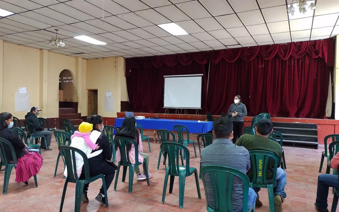 Líderes comunitarios y vecinos del Municipio de San Antonio Sacatepéquez, participan en la campaña de comunicación sobre agua y cambio climático.