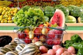 Obst und Gemüse und ihre Vorteile durch die Farbe