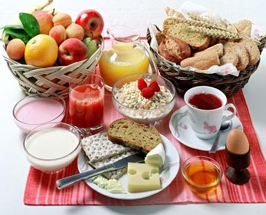 Essen Sie ein gutes Frühstück und verlieren Sie Gewicht