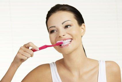 Lernen Sie, Ihre Zähne zu pflegen