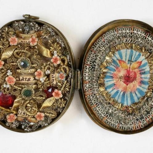 Relikvijar srce Isusovo, Austrija (?), 18. st., mjed, plastični cvjetni ukras, pozlaćene i posrebrene žice, tempera na pergameni, MUO 16241