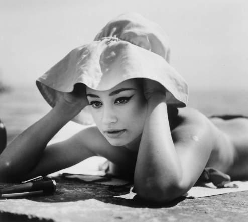 Intervju na plaži, 1968., autorsko povećanje, c/b, 48 x 55 cm, MUO 29512