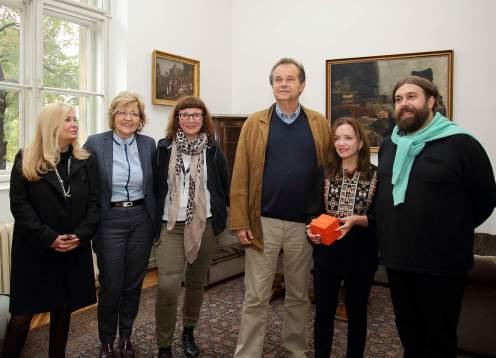 Lana Žakinić (Parfumerija Lana), Vesna Jurić Bulatović, Andrea Klobučar i Miroslav Gašparović (MUO) te Linda Pilkington i Ivan Lozić