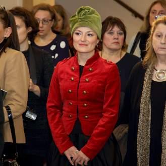 """Mirna Sporiš, novinari i uzvanici tijekom prvog razgledavanja izložbe """"Orašar"""""""