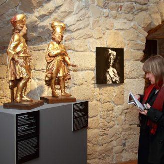 Publika u prigodi otvorenja izložbe Katedrala i Komersteiner , Domitrovićeva kula