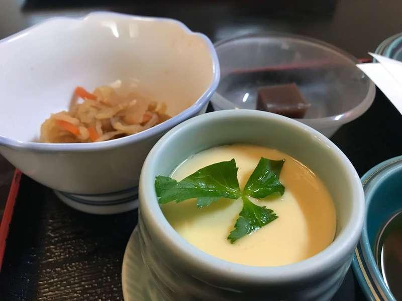 美山(みやま)の茶碗蒸しと小鉢