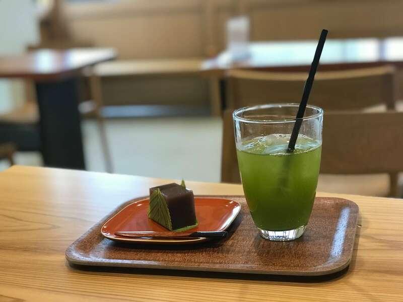 巌邑堂袖紫ヶ森店のお煎茶セット