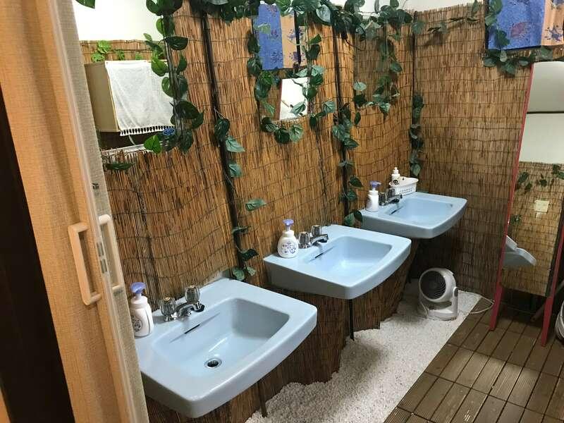猫と過ごすバリ風民宿meongの洗面所