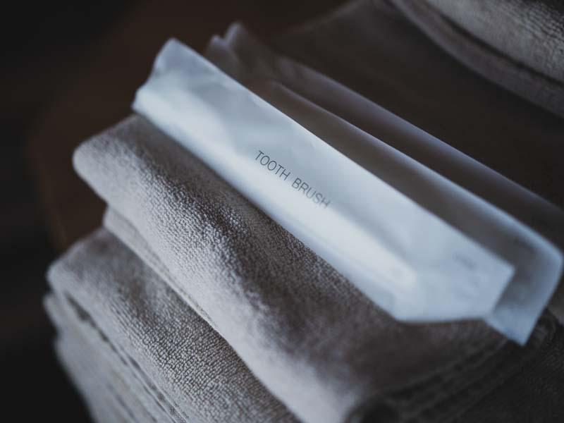 365BASEタオルと歯ブラシ