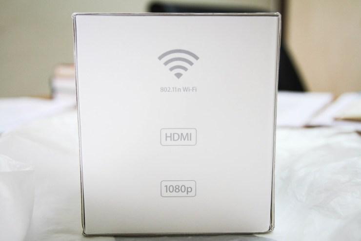 Sahip olduğu HDMI bağlantı ile TV'ye HDMI kablo ile bağlanabiliyor. Internete ise Wi-Fi ağınız aracılığıyla bağlanıyor. Keza yerel ağ üzerinden medya gösterimi için de Wi-Fi'yi kullanıyor. 3. jenerasyon itibariyle Apple TV sorunsuz bir şekilde 1080p HD görüntüleri oynatabiliyor.