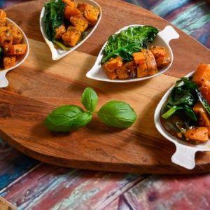 Bakt søt potet med sautert spinat