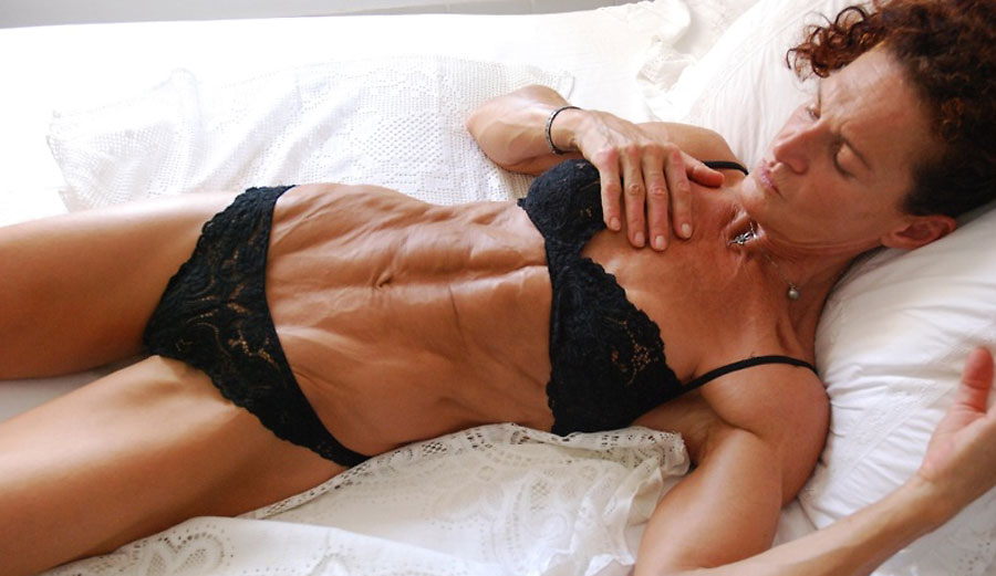 mature bodybuilder cougar sexyfit