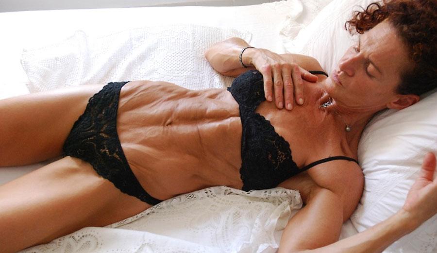 mature bodybuilder cougar sexyfit