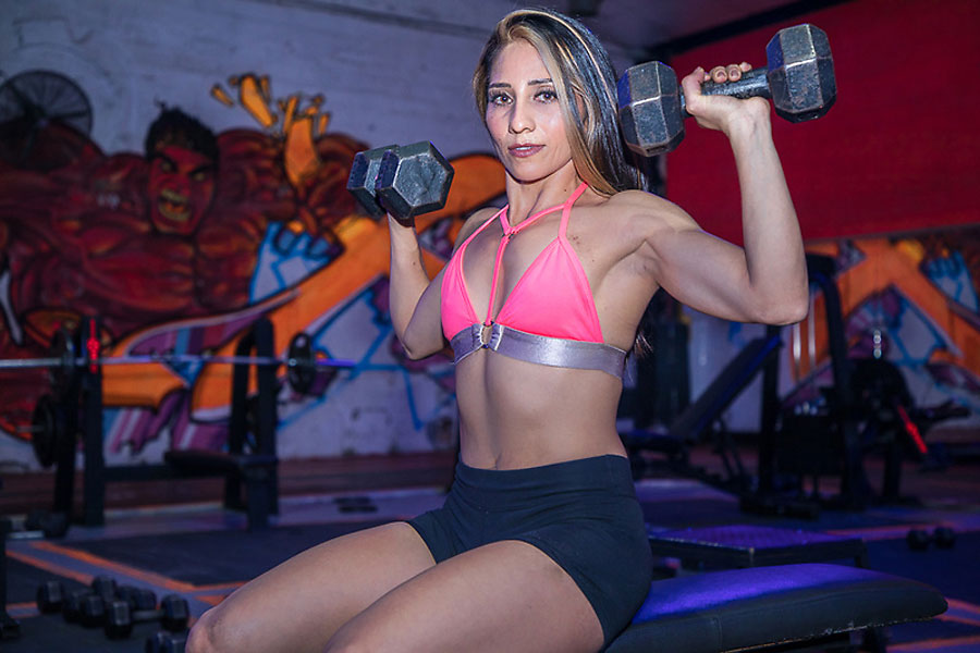 athletic six-pack camgirl alanafit