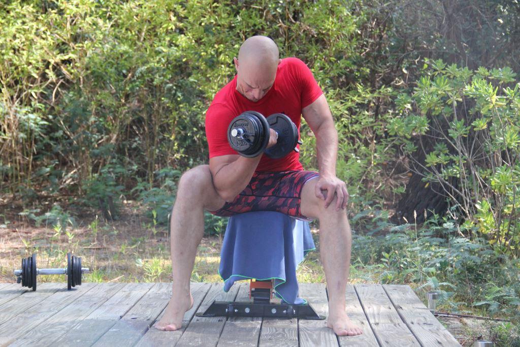 Curl concentré assis avec haltère
