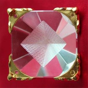 04-Pirámide Energía Cristal Soporte 8cm