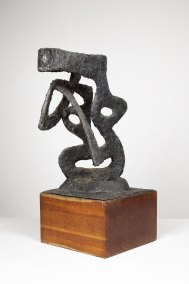 """""""Sagitario. Boceto para obra Lomas de plateros. Mixcoac, D. F."""" 1965 : alambre de hierro, recubrimiento de pasta con color 45 x 20 x 23 cm"""