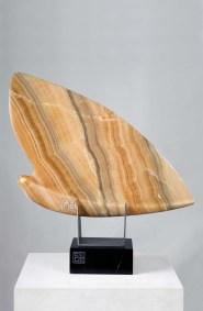 Mariposa | 2009 Talla sobre ónix naranja 73 x 75 x 18 cm