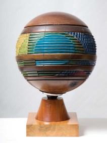 Pelota 4 | 1992 Talla sobre madera de caoba 45 x 30 x 30 cm