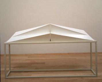 Invierno 2001 Acero pintado 34 x 164 x 33 cm