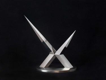 Cruz de espina II | 2007 Placa de acero inoxidable, acabado espejo 111 x 106 x 37 cm