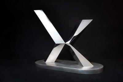 Cruz de espina III | 2007 Placa de acero inoxidable, acabado espejo 74 x 100 x 37 cm