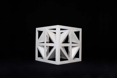 Cubo de las mariposas IV | 2015 Acero al carbón y pintura tricapa blanco 30 x 30 x 30 cm