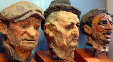 Luigi Varoli - alcune maschere facenti parte de La Ruscaia (da sinistra a destra La Flema, Gori e Maroc) caricature in cartapesta di perdigiorno cotignolesi