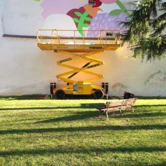 Mina Hamada (JP) & Zosen (ES) dipingono la facciata di fronte alla Scuola Arti e Mestieri di Cotignola, 2017