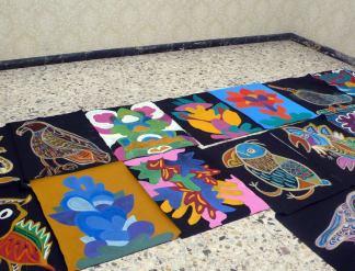 """Saluti da Cotignyork / 5-11 giugno 2017 / Palazzo Pezzi, Cotignola RA / Le mostre: primo piano: esiti dei laboratori per adulti fatti da Associazione Selvatica durante l'inverno e la primavera alla Scuola Arti e Mestieri / POMELO cucitopunk + abiti e scenografie realizzate per il concerto di Mimosa Campironi / ALICE IAQUINTA disegni e sculture + """"Un libro?"""" / maschere fatte dentro a """"La Fabbrica della Cartapesta""""."""