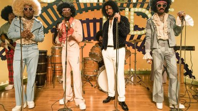 "Photo of Migos and Drake take it back to the 70's in ""Walk It Talk It"" Video"