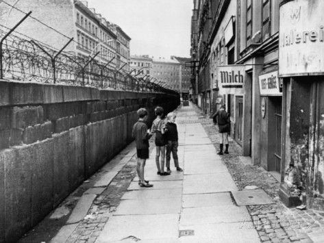 Picture of the Berlin Wall in the 1970s