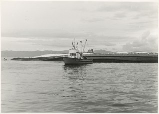 """Wreck of TEV Wahine with Marine Department launch """"Enterprise"""" alongside."""