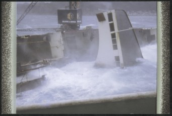 Wreck of the TEV Wahine in rough seas