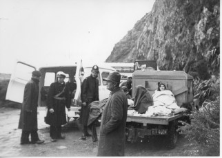 TEV Wahine survivors being assisted on the eastern shore of Wellington Harbour