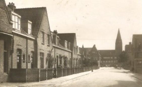 De Galvanistraat met op de achtergrond nog de St.-Ludgeruskerk.