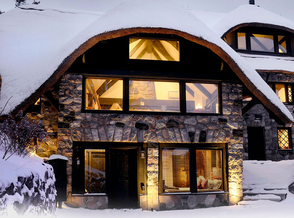 charlevoix-mushroom-houses-the-chalet-winter-vacation-rentals-2