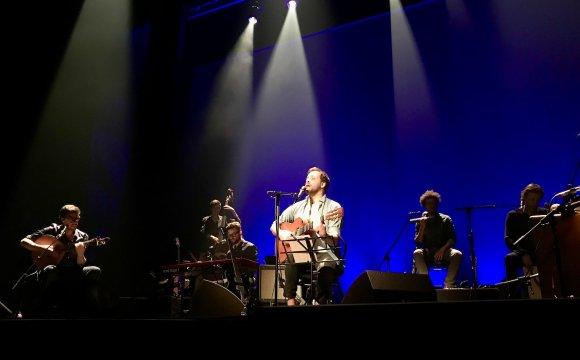 António Zambujo en concierto con su banda en Madrid