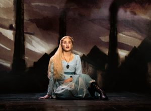 Katie Hall (Fantine) / Bild: Helen Maybanks