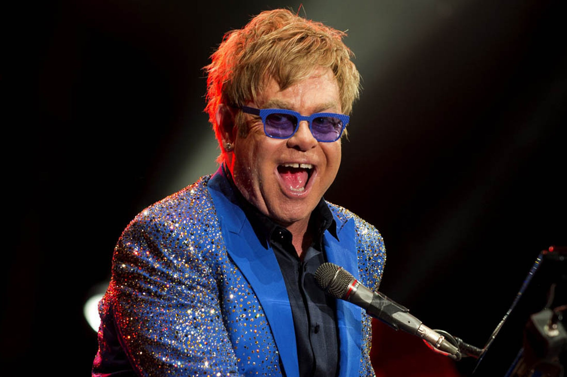 ELTON JOHN TO WRITE AND RELEASE HIS AUTOBIOGRAPHY IN 2019
