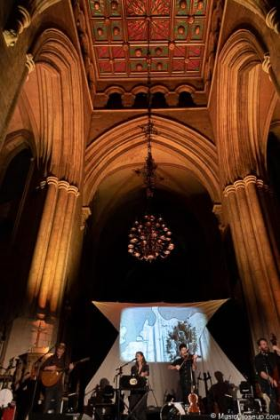 Seth Lakeman and friends performing on the altar at Southwark Cathedral