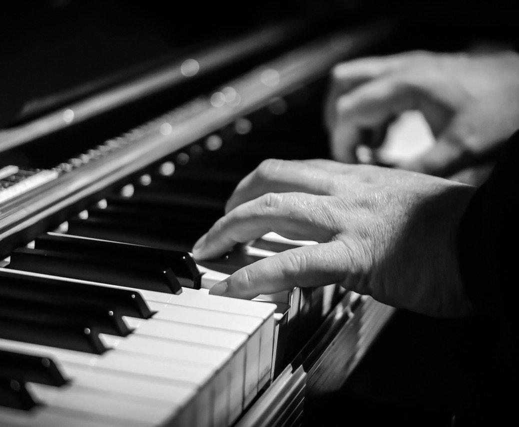 play piano keys