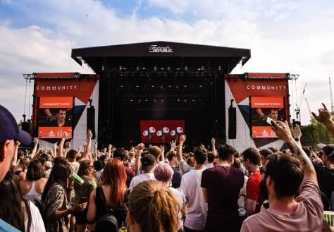 community-festival-2019-kooks