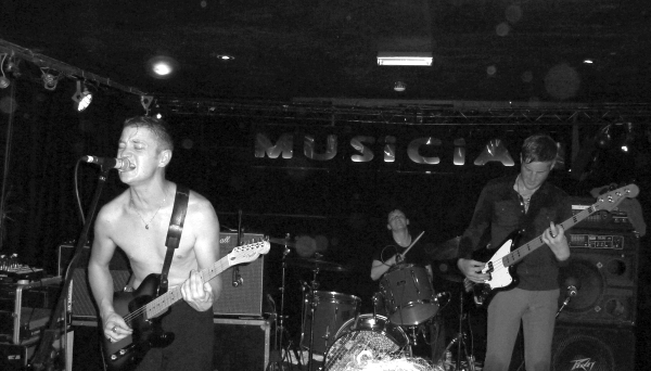Amazing Snakeheads at the Musician Photo Keith Jobey