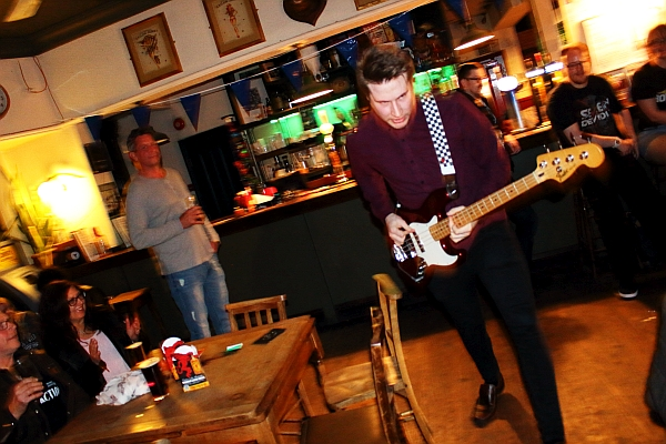 Seconds Apart at The Donkey. Photo: Kevin Gaughan.