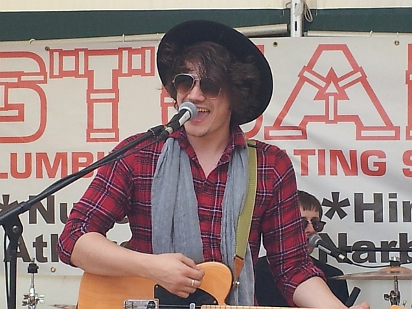 The Harmonics lead singer George Ramplin at Enderby festival, July 2016