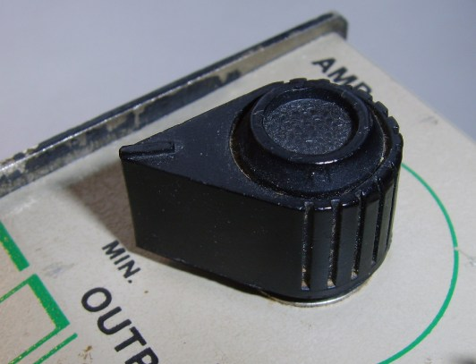 """Pointed knob, 1700 Square Wave Distortion Pedal, 1920 Tornado Phase Shifter Pedal, 1930 Twister Phase Shifter Pedals : Black plastic knob, 0.63' (16 mm.) high x 1.05'' (26.65mm.) at widest point, internally splined (with longitudinal parallel grooves), to fit a 1/4"""" splined nylon potentiometer shaft. The splines prevent the knob turning freely on the shaft, eliminating the need for a fixing screw."""