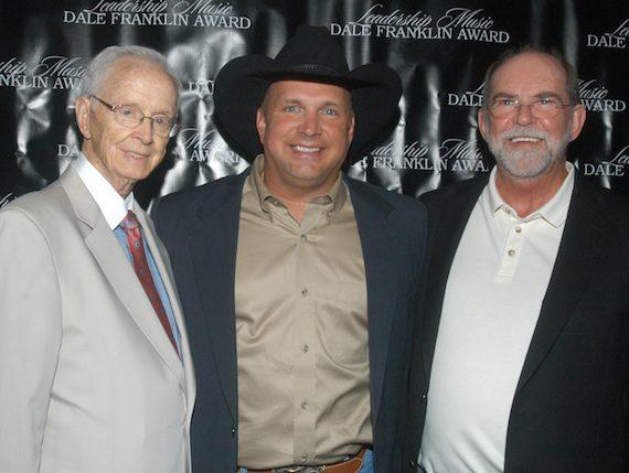 Pictured (L-R): Jim Foglesong, Garth Brooks, Allen Reynolds receive the Leadership Music Dale Franklin Award.