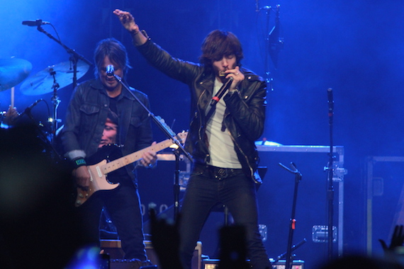 Chris Janson performs at Nashville's All For The Hall event in 2016. Photo: Moments By Moser Photography