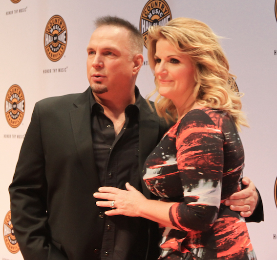 Garth Brooks and Trisha Yearwood on the CMHoF Medallion Ceremony Red Carpet. Photo: Bev Moser/Moments By Moser